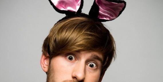 Junggeselle mit Bunny-Ohren