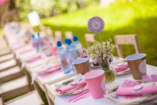 Geschmückter Tisch für die Bridal Shower