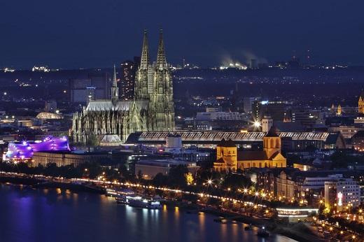 Köln Rheinufer bei Nacht
